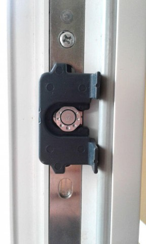 Positionierhilfe für Schließbleche - Montageanleitung Pilzkopfverriegelung